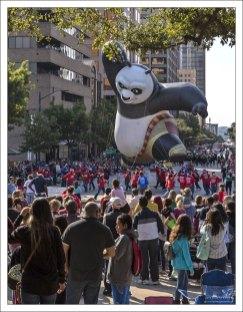 Надувная Кунг-фу Панда на параде.