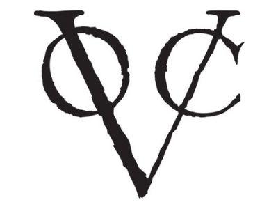 Logotipo da Companhia Holandesa das Índias Orientais (VOC) sobre fundo branco