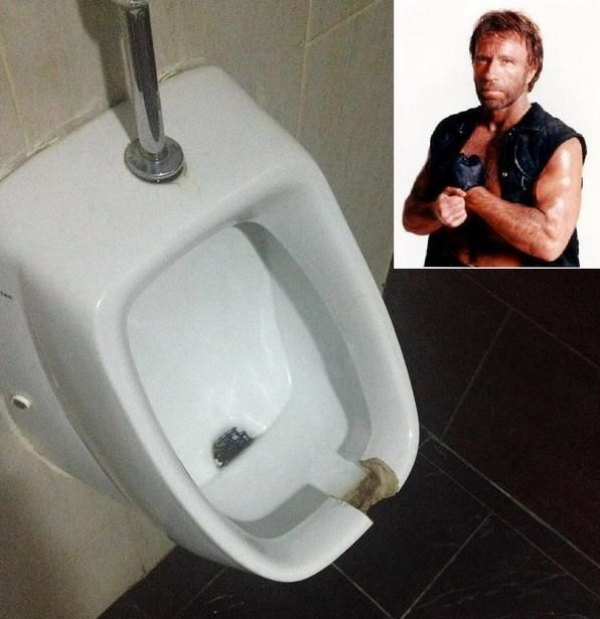 Urinoir de Chuck Norris