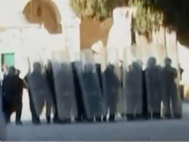 Gli scontri sulla spianata della moschea