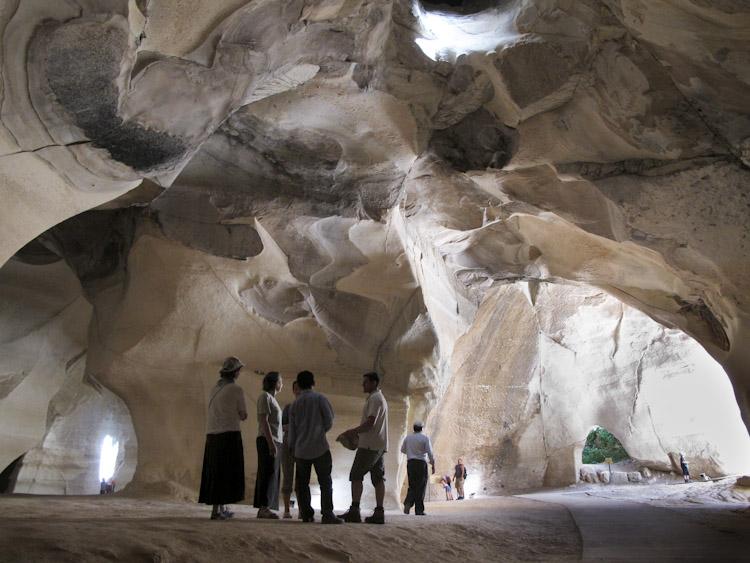 Esplorazione nelle grotte della Sefela