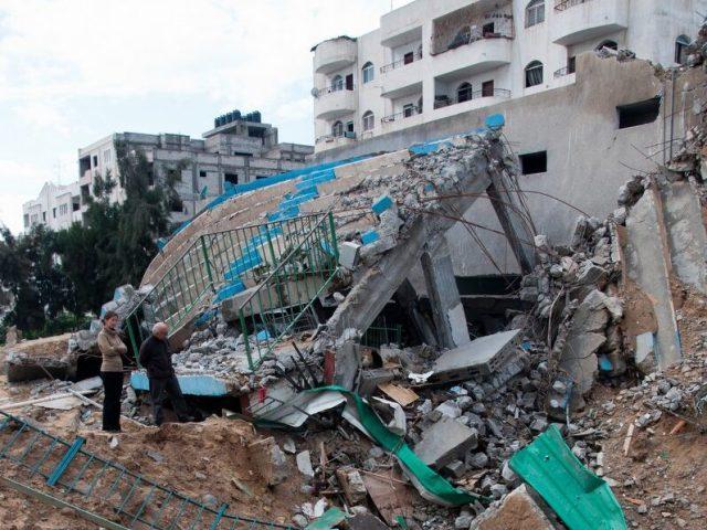Week end a Gaza – lo stadio e le scuole