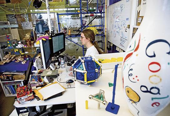 자유로운 분위기 속에서 일하는 'Googler'