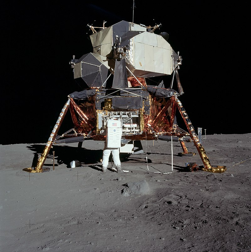 https://commons.wikimedia.org/wiki/Apollo_11#/media/File:Apollo_11_Lunar_Lander_-_5927_NASA.jpg