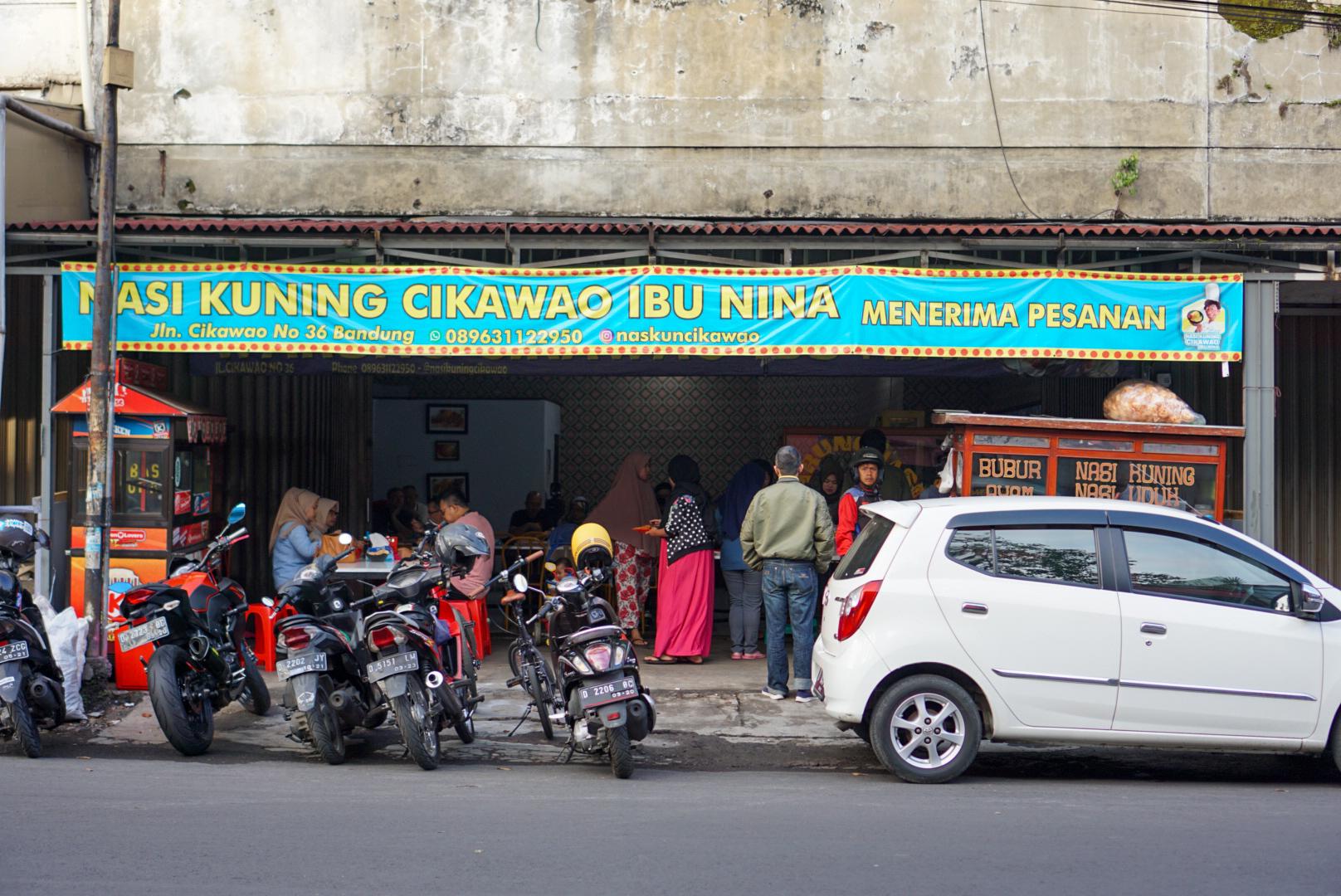 Sarapan di Bandung: Nasi Kuning Cikawao (Ibu Nina)