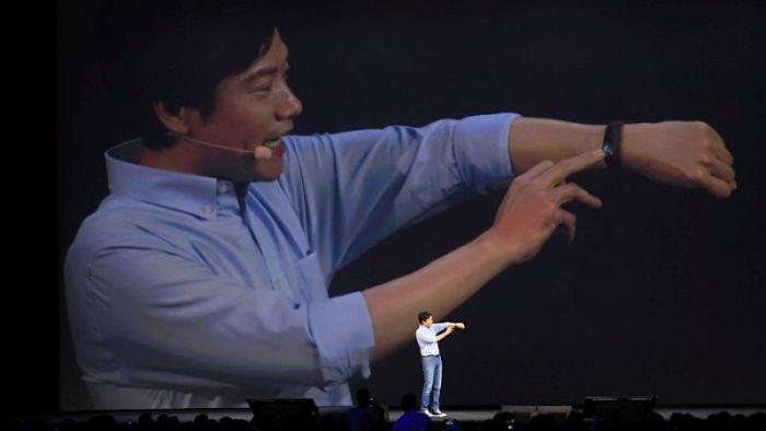 xiaomi_ceo_lei_jun_mi_band_2