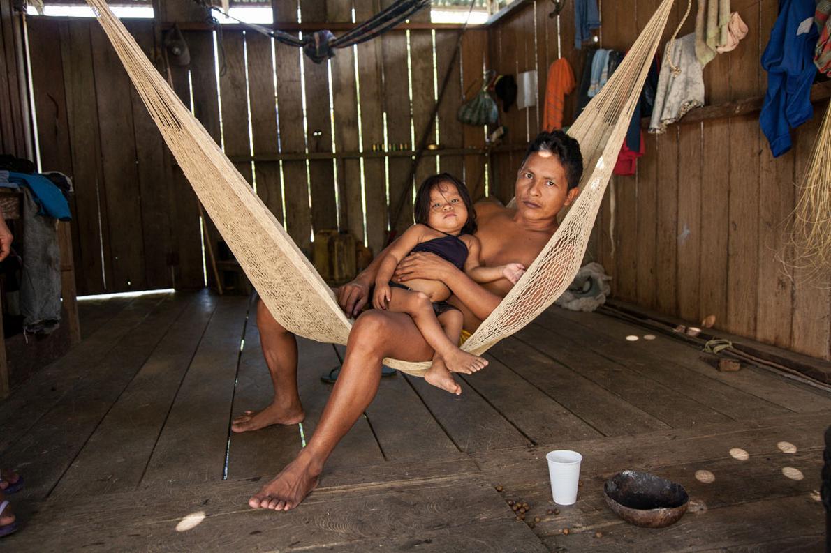 Ο Αμαζόνιος έχει μια απαράμιλλη νωχέλεια, που όμοιά της δεν έχουμε δει αλλού. Η αμάκα, όπως λέγεται η αιώρα, είναι φτιαγμένη από ίνες ξύλου. Φέραμε ο καθένας μας από μια στην Ελλάδα, για να αναπολούμε αυτήν την ρέμβη του Αμαζονίου.