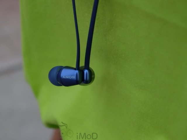 Sony WI-C310 earbuds
