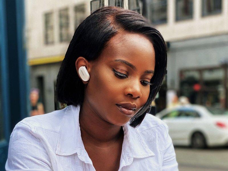 Bose Quietcomfort Earbuds Reading