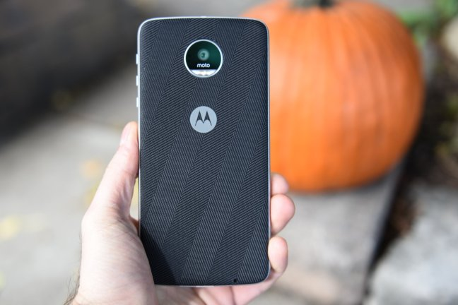 moto-z-play-review-2 Moto Z Play review: The best phone you'll probably overlook Android