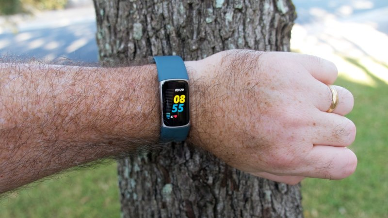 Fitbit Charge 5 Lifestyle 3