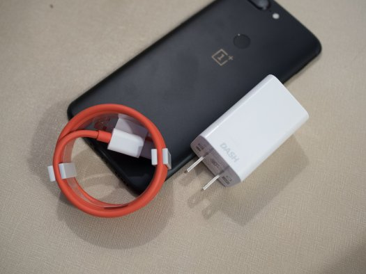 OnePlus 5T Dash Charger