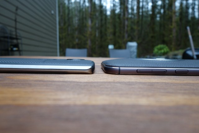 Thickness comparison between the LG V10 (left) and ZenFone Zoom (right)