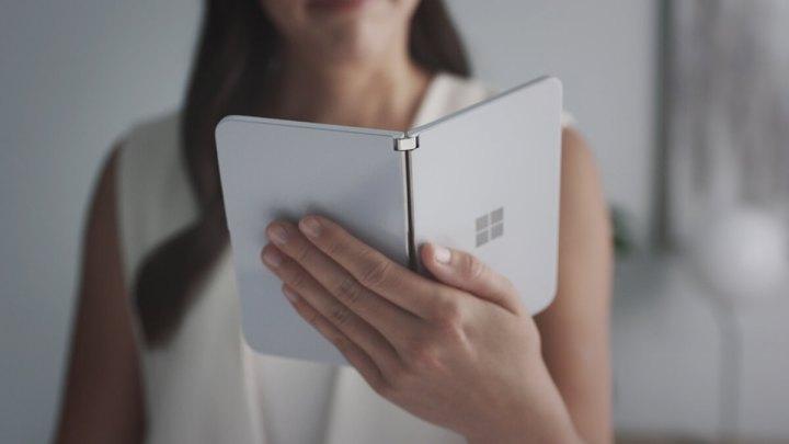 Microsoft_Surface_Duo