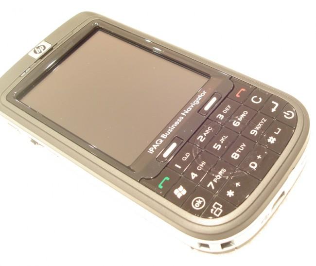 Bei der 6xx-Serie experimentierte HP mit der Kombination aus T9-Tastatur und Touchscreen. (Bildquelle: Tamoggemon Holding k.s.)