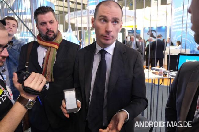 Der russische Hersteller YotaDevices präsentierte das erste Smartphone, und das sorgte gleich für ordentlich Aufsehen. Foto: androidmag.de