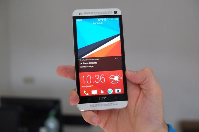 Anders als alle anderen Smartphone-Hersteller verbaut HTC an der Vorderseite des Gerätes Stereo-Lautsprecher. Diese liefern bislang nicht da gewesenen Sound.