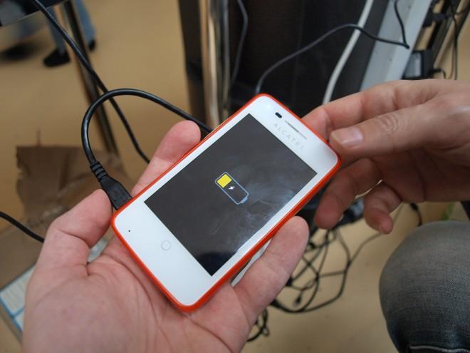 AlcaTel's FireFox-Hardware wirkt billig verarbeitet (Bildquelle: Tamoggemon Holding k.s.)