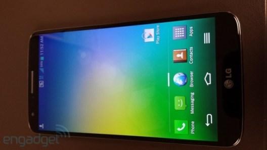 Das LG Optimus G2 lehnt sich vom Design her am Nexus 4 an