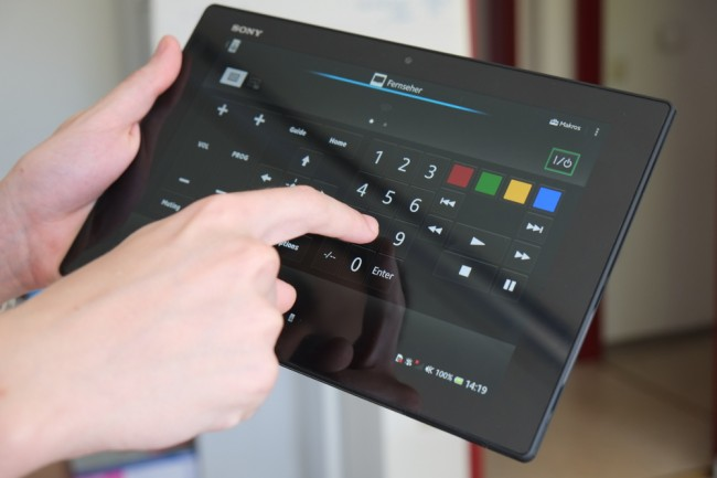 Fernbedienung: Dank einer vorinstallierten App können Sie mit dem Xperia Tablet Z Ihr Smart TV fernbedienen. Die Einrichtung ist dabei kinderleicht, eine praktische Sache.