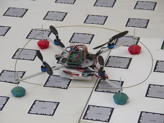 Forscher der TU Wien entwickeln eine autonome Smartphone-Steuerung der Quadcopter. (Foto: Pressetext)
