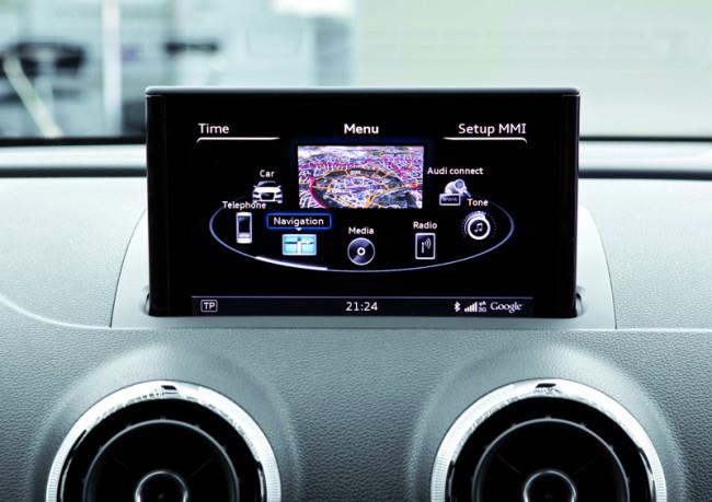 """Der Online-Dienst """"Audi Connect"""" kann über ein im Handschuhfach untergebrachtes Mobilfunkmodul online gehen und im Auto einen WLAN-Hotspot erstellen."""