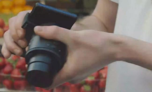 Das Sony Aufsteckobjektiv soll sich per WLAN mit dem Smartphone verbinden und außerdordentlich gute Fotos schießen. Foto: Youtube.