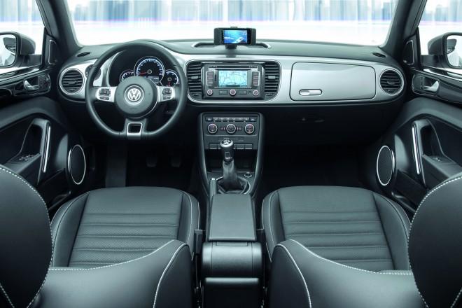 VW-iBeetle-interior_montage