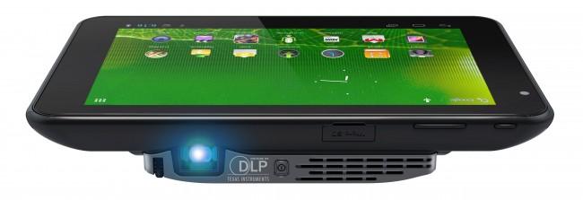 Das Aiptek Projector Pad P100 ist das erste Tablet mit eingebautem Beamer. (BQ: Aiptek)