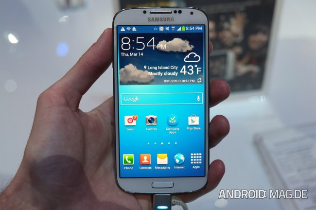 Das Samsung Galaxy S4 soll gemeinsam mit dem Galaxy S3 und dem Note 2 im Oktober ein Update auf Android 4.3 bekommen. Foto: Androidmag.