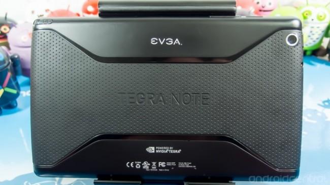 Die Rückseite des Tablets besteht aus Polycarbonat mit Soft-Touch beschichtung. Foto: Android Central.