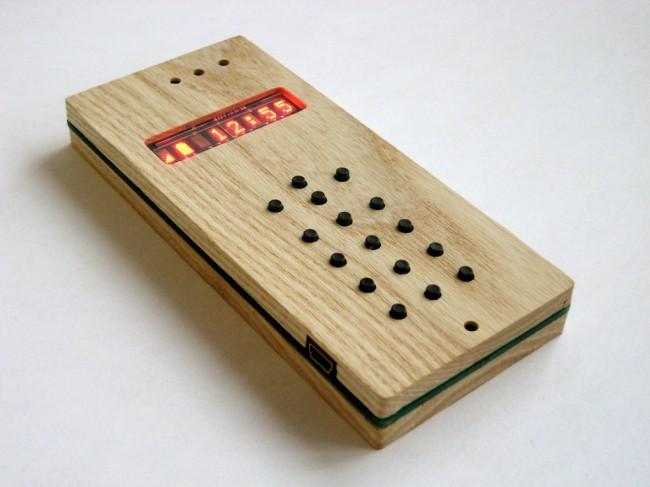 Das ist das Holz-Smartphone für rund 200 Dollar. (Foto: TheVerge)