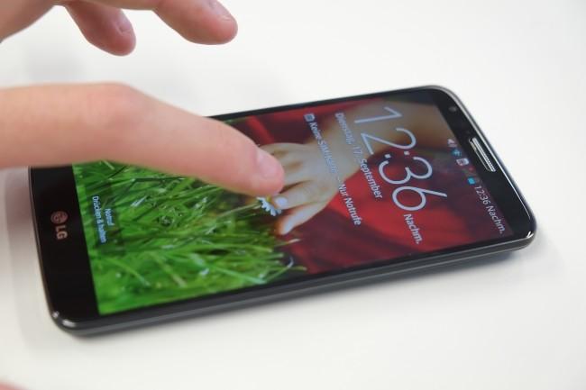 Eine überaus praktische Funktion ist Knock-ON: Per Doppeltipp auf den Bildschirm lässt sich selbiger des G2 entsperren oder sperren.