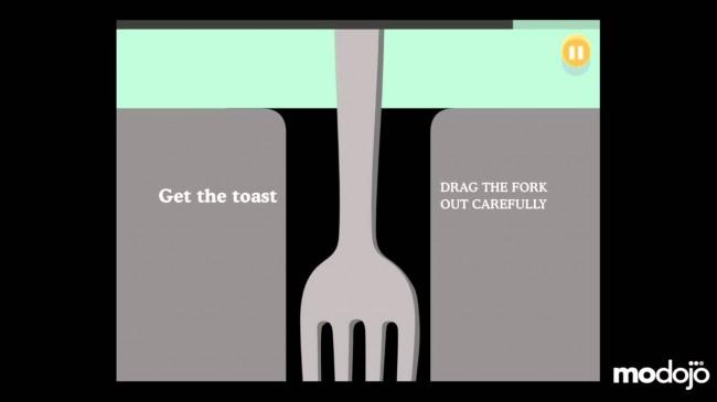 Stromschläge sind lebensgefährlich! Dieses allgemein bekannte Fakt wird hier illustriert, in dem eine Gabel aus einem scheinbar schlecht isolierten Toaster gezogen werden muss.