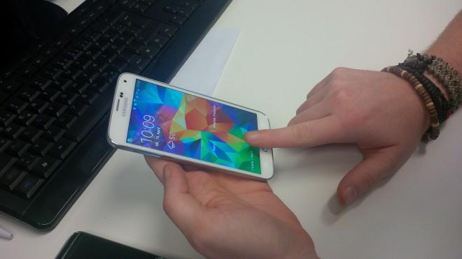 Das S5 setzte auf eine Wischgeste, um den Fingerabdruck zu registrieren. Beim Galaxy S6 könnte damit bald Schluss sein.