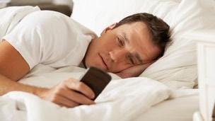 Das Verschicken von Nachrichten sowie das Surfen im Internet sind für die meisten Smartphone-Benutzer weitaus wichtiger als das Telefonieren. (Foto: Schlaubi.de)