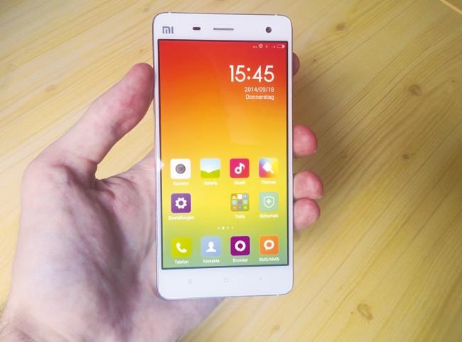 Xiaomi macht weder beim Geräte-Design, noch bei der Gestaltung der Benutzeroberfläche einen Hehl daraus, sich an Apple zu orientieren. Das Fehlen eines richtigen App-Menüs könnte Android-Fans aber sauer aufstoßen.