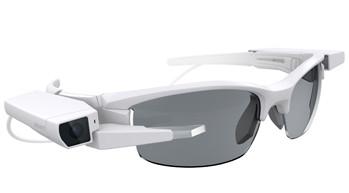 Das Display-Modul von Sony lässt sich auf herkömmliche Brillen aufsetzen, um sie in smarte Datenbrillen zu verwandeln. (Foto: Sony Corporation)