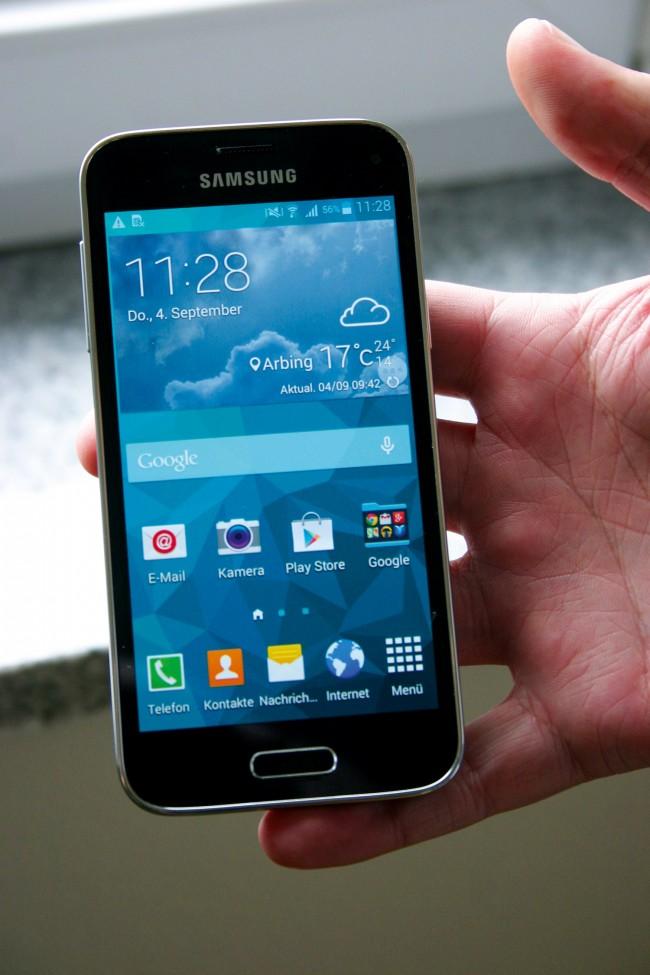 Android 4.4.2 mit Samsungs hauseigener Oberfläche TouchWiz - die Optik des S5 Mini ist bereits vom Flaggschiff der Serie bekannt.