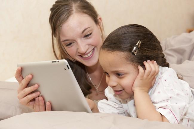 Sollen Kinder tatsächlich so früh wie möglich mit Tablets in Berührung kommen? (Foto: Schau hin)