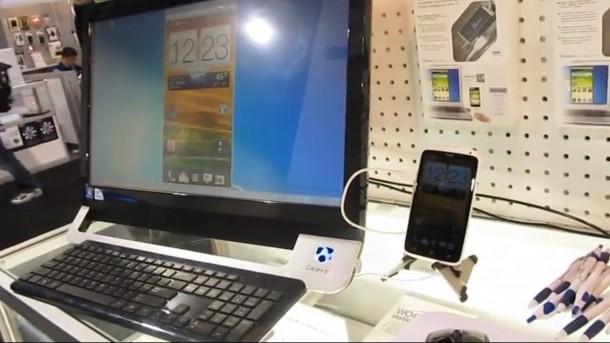 Via Mirror-Kabel wird das Bild des Smartphones auf den Computer übertragen.