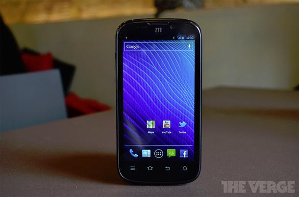 Das ZTE Grand X setzt auf unveränderte Android Experience und konkurrenzfähigen Preis. Foto: TheVerge.