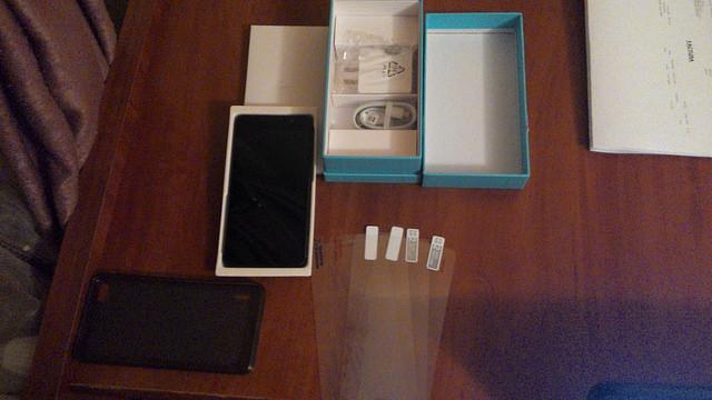 15686288296_a6027b31b7_z Huawei Honor 6 Unboxing Detalii Si Pret