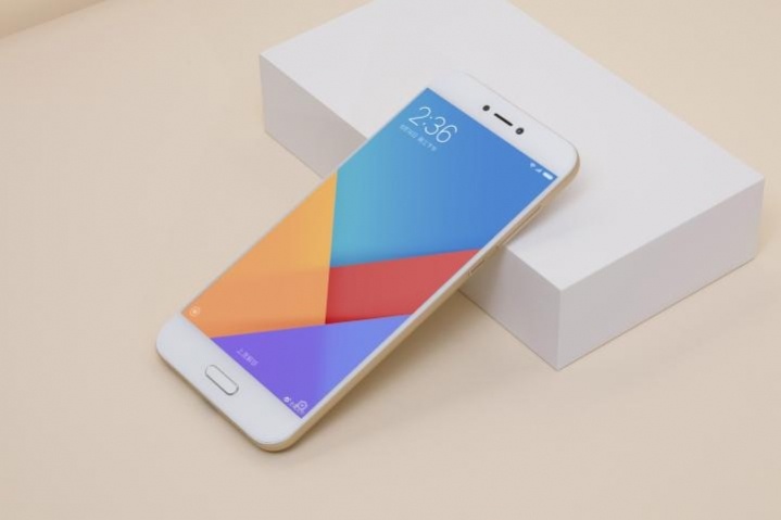 MIUI 9 stock wallpapers and themes for downloads