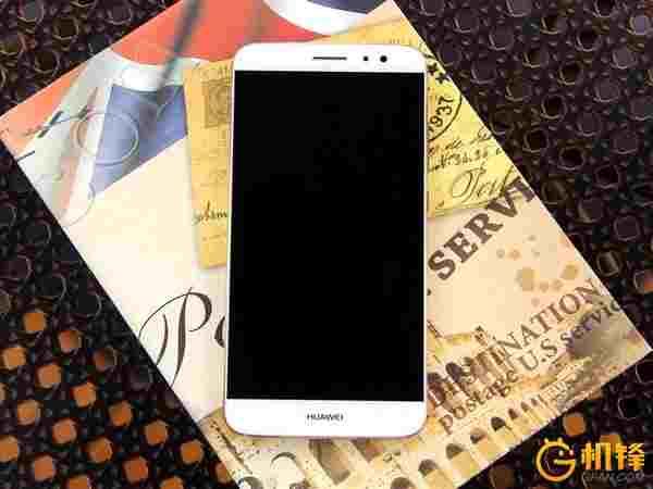 Pohled ze předu na Huawei G9 Plus