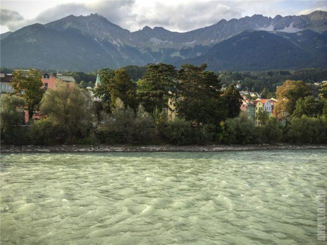 Инсбрук. Река Инн и Альпы.