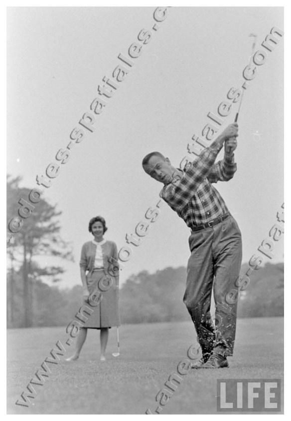 Le premier américain dans l'espace joue au golf avec son épouse