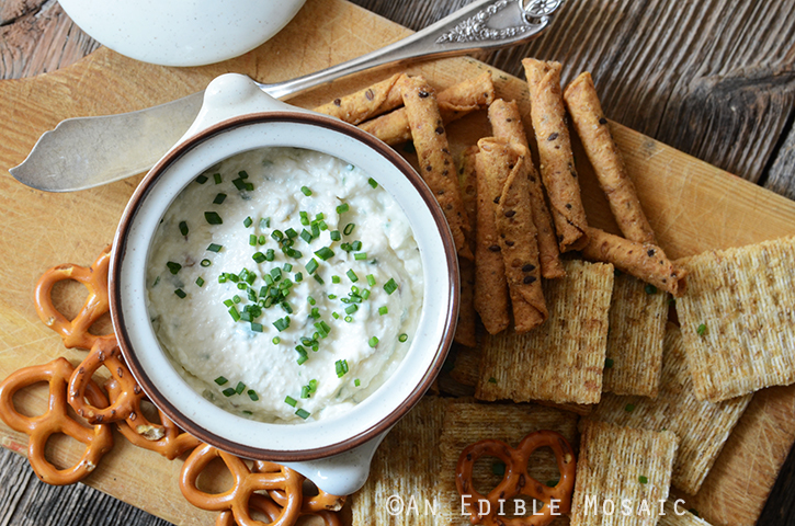Healthy Roasted Garlic and Chive Cottage Cheese Crema 4