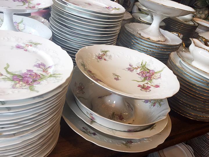 Plates at Marche Clignancourt