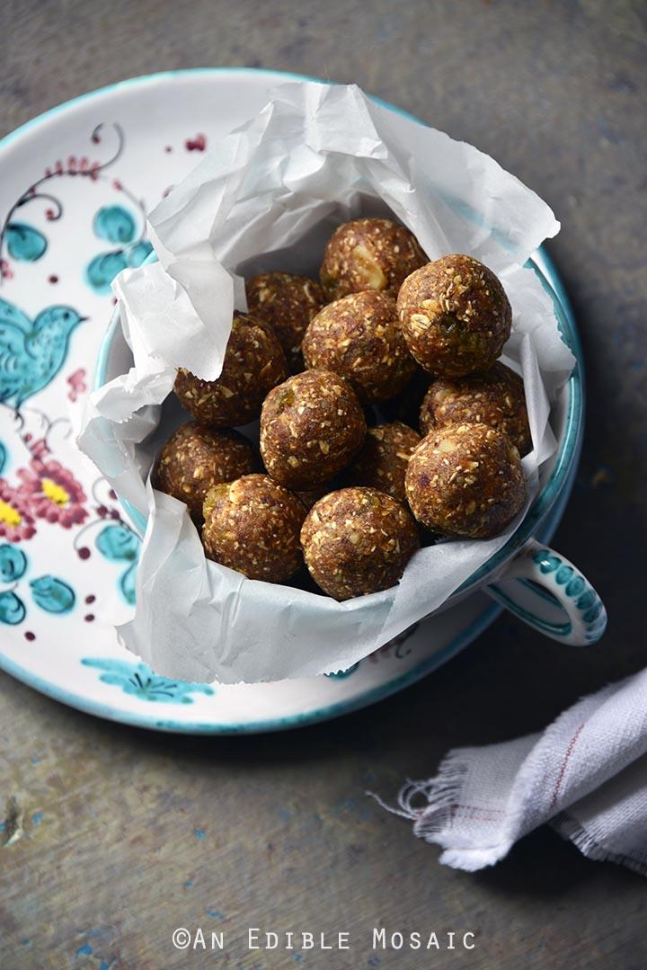 no-bake-oatmeal-cookie-energy-bites-gluten-free-1